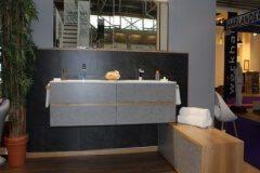 Marmor-und-Holz-im-Badezimmer-Schreinerei-Badmoebel-Muenchen-ismanig