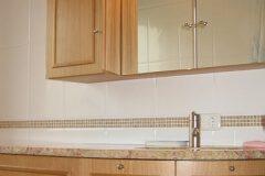 Waschbeckenunterschrank-aus-Vollholz-Schreinerei-Badmoebel-Muenchen