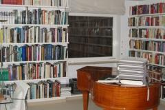 Bücherregalwand mit Flügel