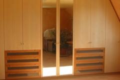 Wandschrank mit Spiegeltüren