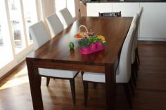 Nussholz Tisch
