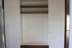Garderobe mit offenem Mittelteil
