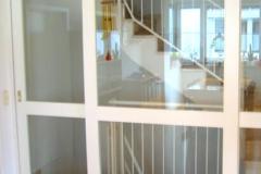 Treppentrennung aus Holz und Glas