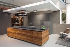 Küchenschreiner-Küchenplaner mit Remmp Parnter-Küche-Arco-Laerche-braun-grau-geräuchert