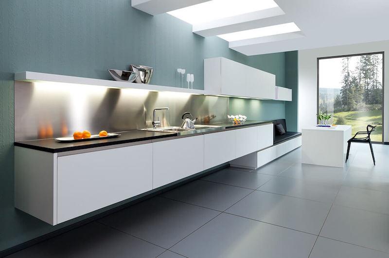 Schreinerküche in Weiß