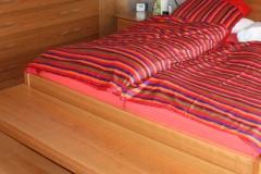 Bett mit Vorbau