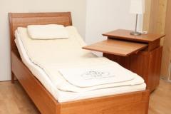 Einzelbett mit orthopädischem Lattenrost