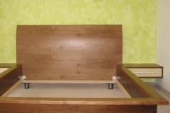 Bettkasten für Doppelbett mit integrierten Ablagen