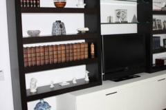 schwarz weiße massive Wohnwand