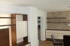 Nussholz und Creme lackierte Schränke Wohnzimmer